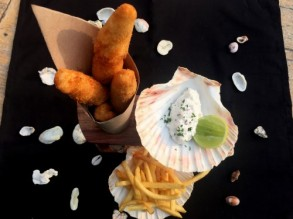 Appetizer fish finger with rench fries and citrus flavors (nv)